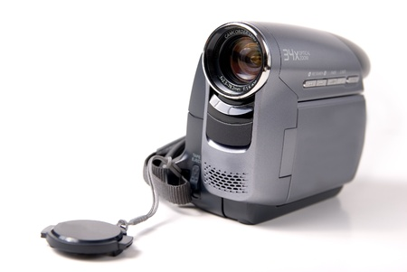 hand held: mano mini videocamera DV su sfondo bianco Archivio Fotografico