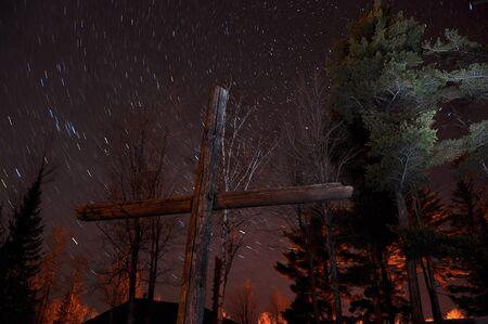 夜のバックライト付きクロス 写真素材