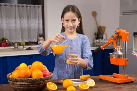 making a fresh orange juice