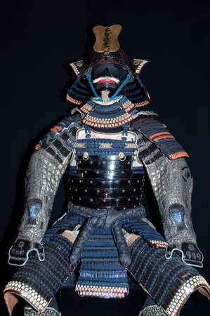 samoerai: Historische samurai Armour op zwart Stockfoto