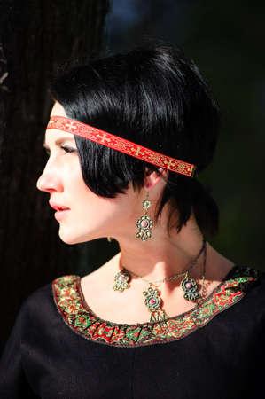 middeleeuwse jurk: Het meisje in een middeleeuwse jurk
