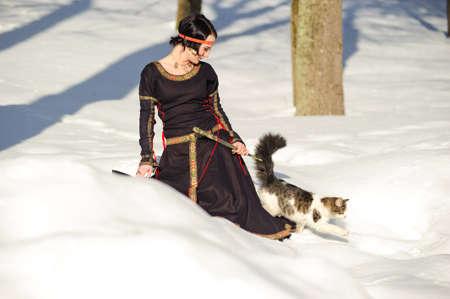 middeleeuwse jurk: Het meisje in een middeleeuwse jurk van de jager