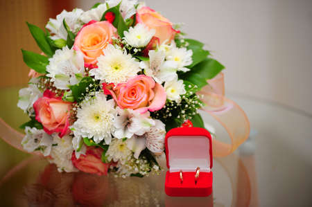 Bouquet of the bride and wedding rings Stock Photo - 8181256