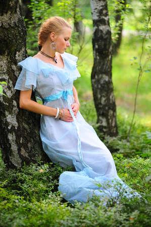 Mädchen in blauen Kleid