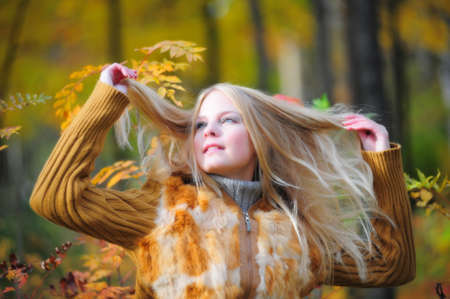 ocharovaetlny: a beautiful young blonde in the background of autumn