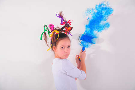 girl painting the walls photo
