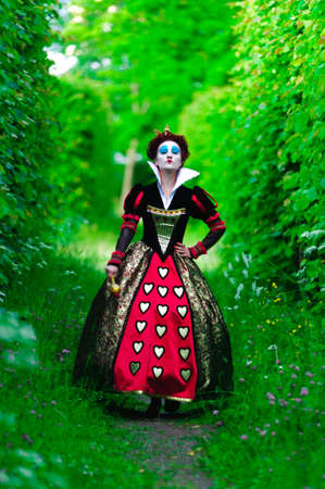 queen of hearts: Red Queen  Editorial