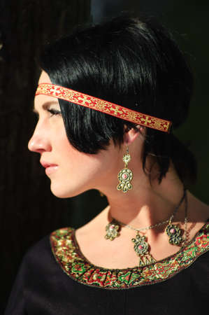 vestidos de epoca: Retrato de la ni�a en un vestido medieval Foto de archivo