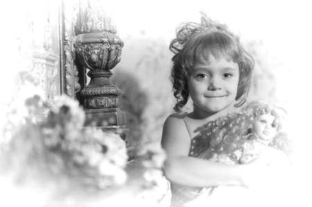 jeune vieux: fille avec une poup�e. Photo r�tro