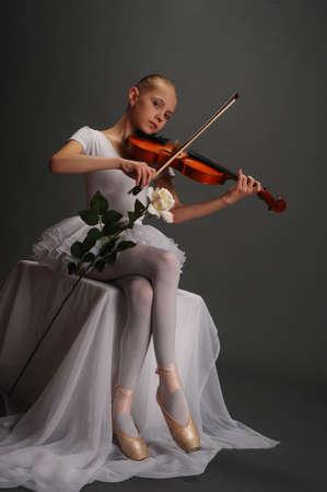 violist: Ballerina meisje met viool