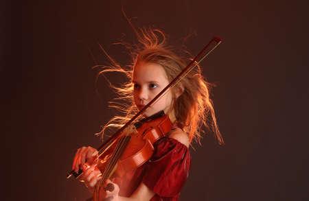 chiave di violino: Ragazza con violino Archivio Fotografico