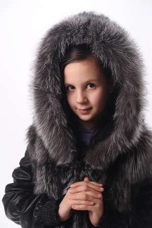 bontjas: meisje in een bontjas