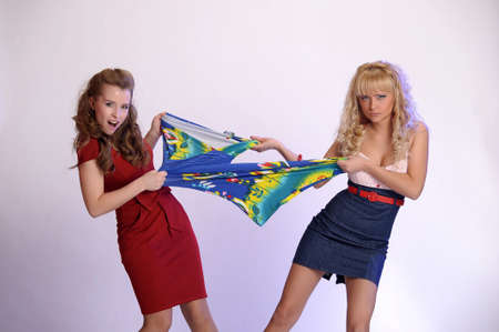 girls who fight because of the dress photo