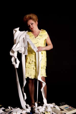 bookkeeping: La mujer tiene confundida en cintas de efectivo Foto de archivo