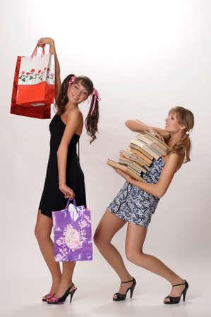 Девушка покупки и студента с книгами Фото со стока