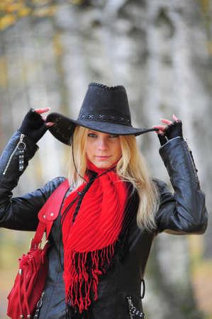 vaqueras: joven rubia en un sombrero de cowboy