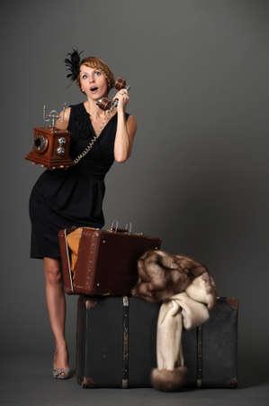 turns of the year: mujer con el tel�fono. Retro