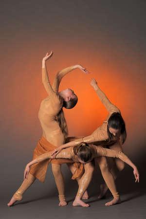 modern dance: drei T�nzer Lizenzfreie Bilder