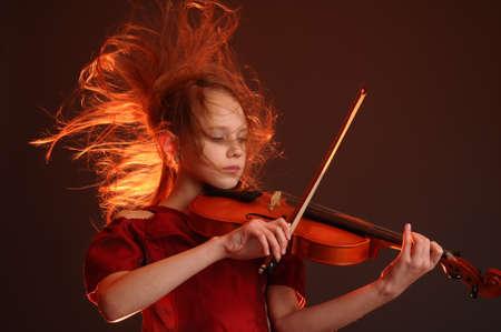 orquesta: Ni�a con viol�n Foto de archivo