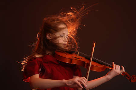 violist: Meisje met viool Stockfoto