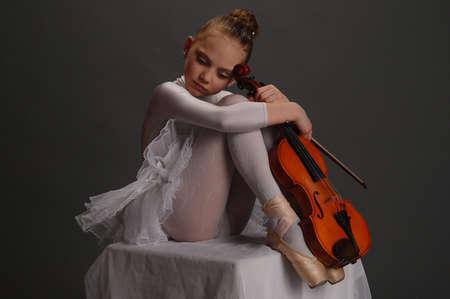 chiave di violino: Ragazza Ballerina con violino