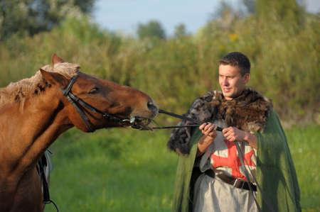 vestidos de epoca: Caballero Medieval Foto de archivo