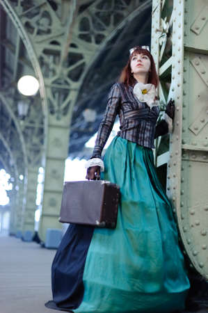 chica en la estaci�n de tren photo
