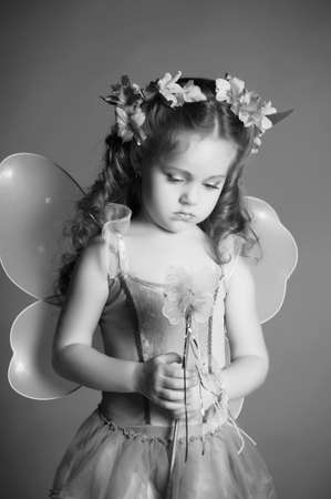 petite fille triste: La petite f�e
