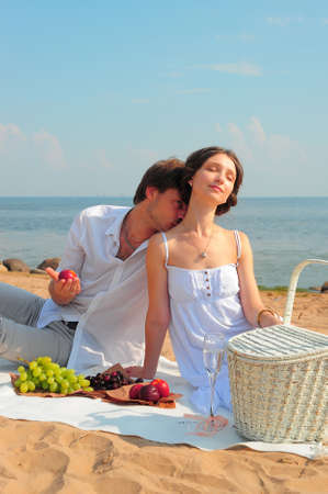 sexy couple kissing: Young romantic couple on the beach
