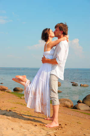 Красивая пара на пляже Фото со стока