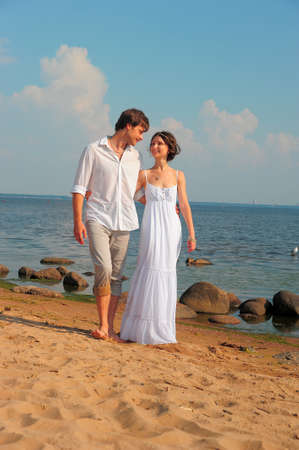 couple in love going to the beach Stock Photo - 11420759
