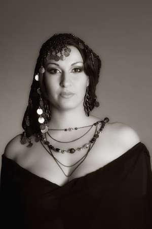 bailarinas arabes: Oriente mujer un retrato, sepia