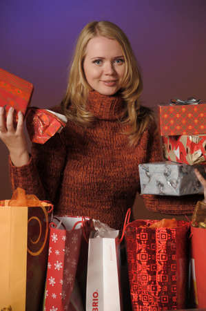 handing: The young woman with gifts
