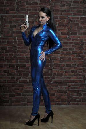sci: Mujer joven con arma marcial