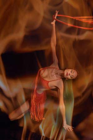 bailarinas arabes: Bailarina mujer caliente Foto de archivo