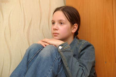 La chica de la adolescente en la depresión