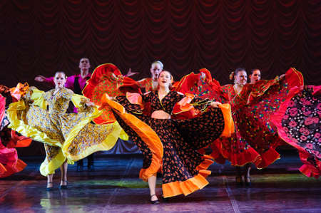 bailarina de flamenco: Danza gitana, danza infantil rendimiento del equipo, St. Peterbuog, Rusia