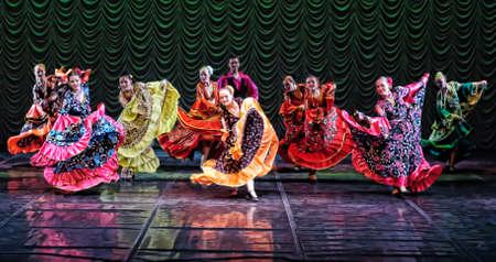 Цыганский танец, детский танцевальный спектакль команде, Санкт-Peterbuog, Россия