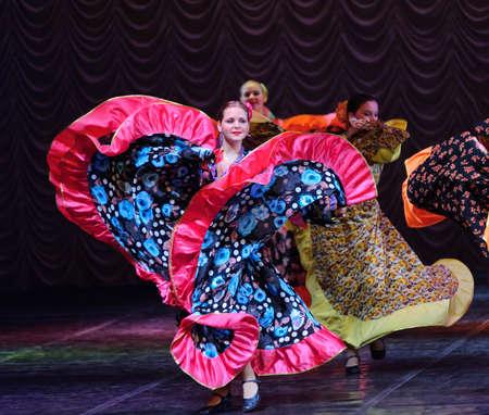 zigeunerin: Gypsy Tanz, Kinder Tanz-Performance-Team, St. Peterbuog, Russland