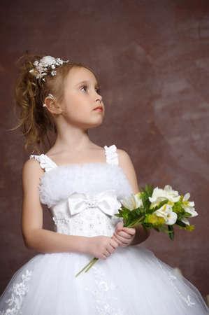 little models: Hermosa ni�a de vestido blanco Foto de archivo
