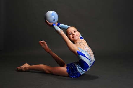 gimnasia ritmica: Estudio de retrato de joven gimnasta