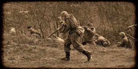 """transporte terrestre: El escenario de la reconstrucción histórica militar y la """"lucha final"""" está dedicado a las batallas de 12 a 13 mayo 1945 con las piezas alemanas que se abren paso desde Praga hacia las fuerzas aliadas. Editorial"""