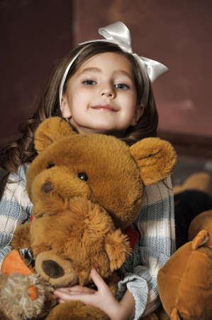 vintage teddy bears: ragazza con un orsacchiotto Archivio Fotografico