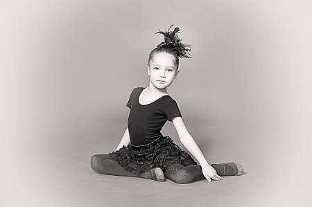 Little girl ballerina Stock Photo - 13682324