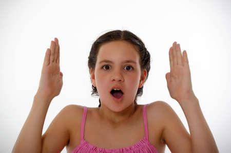 femme bouche ouverte: Angry cris jolie fille