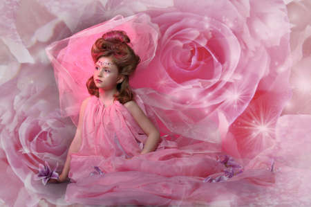 Sch�ne kleine M�dchen in Prinzessin Kleid photo