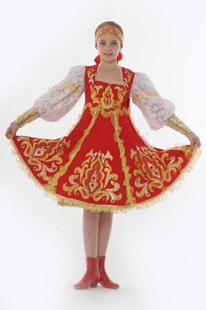 vestidos de epoca: chica en ropa tradicional rusa Foto de archivo