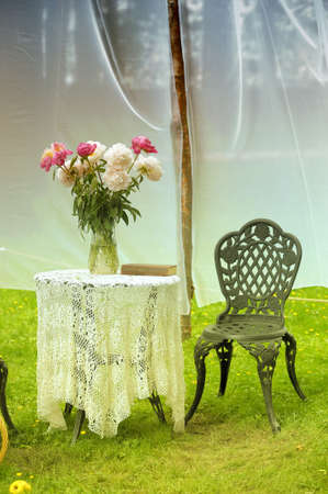 cottage garden: Vintage table with chairs in garden Stock Photo