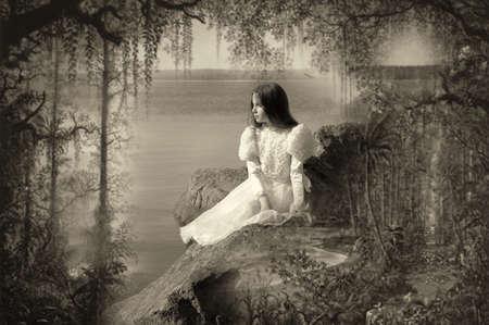 poblíž: Krásná dívka sedí na skále při západu slunce pozoroval moře