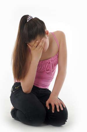 adolescente pensando: chica adolescente trastornado